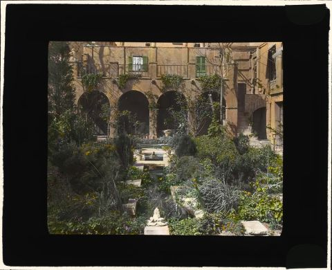 itle: [Charlotte Hunnewell Sorchan house, Turtle Bay Gardens, 228 East 49th Street, New York, New York. Garden] Creator(s): Johnston, Frances Benjamin, 1864-1952, photographer Date Created/Published: [1920 Fall] Medium: 1 photograph : glass lantern slide, hand-colored ; 3.25 x 4 in. Call Number: LC-J717-X107- 32 [P&P]